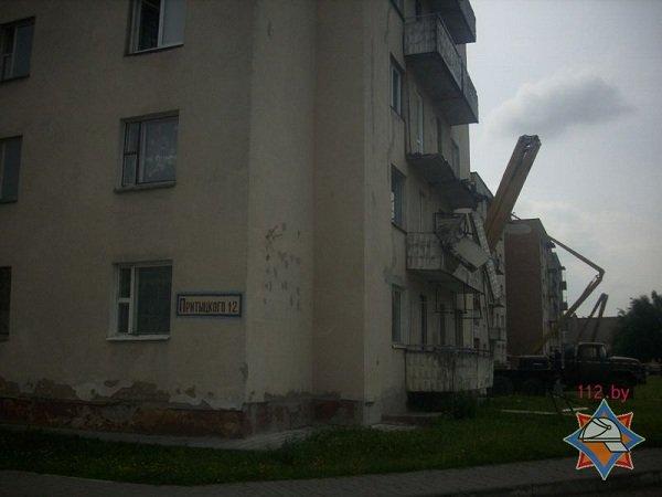В Лиде в общежитии обвалился балкон (фото) - фото 1