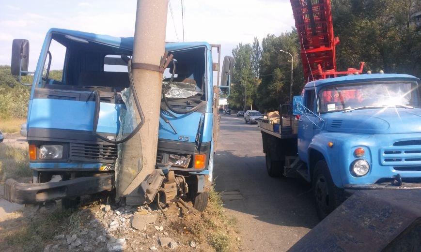 ДТП в Днепропетровске: грузовик врезался в электроопору, фото-3