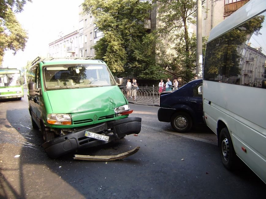 У Рівному був затор через ДТП в центрі міста [ФОТО] (фото) - фото 4