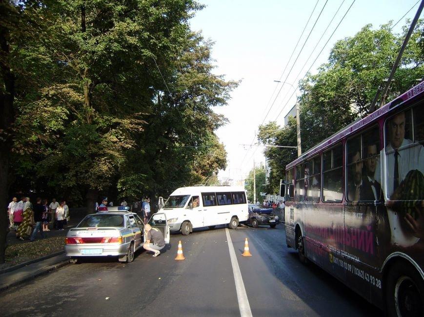У Рівному був затор через ДТП в центрі міста [ФОТО] (фото) - фото 2
