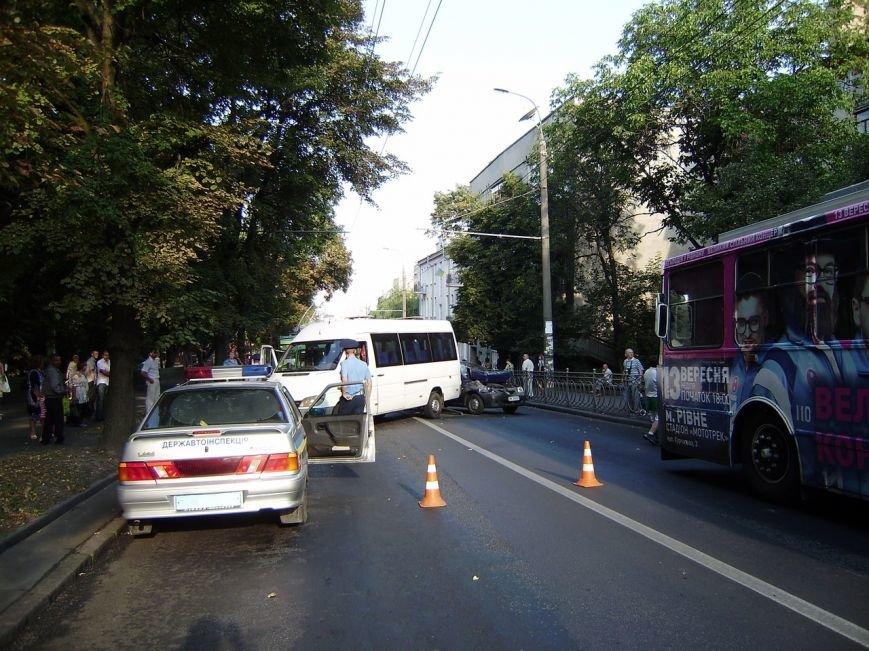 У Рівному був затор через ДТП в центрі міста [ФОТО] (фото) - фото 3