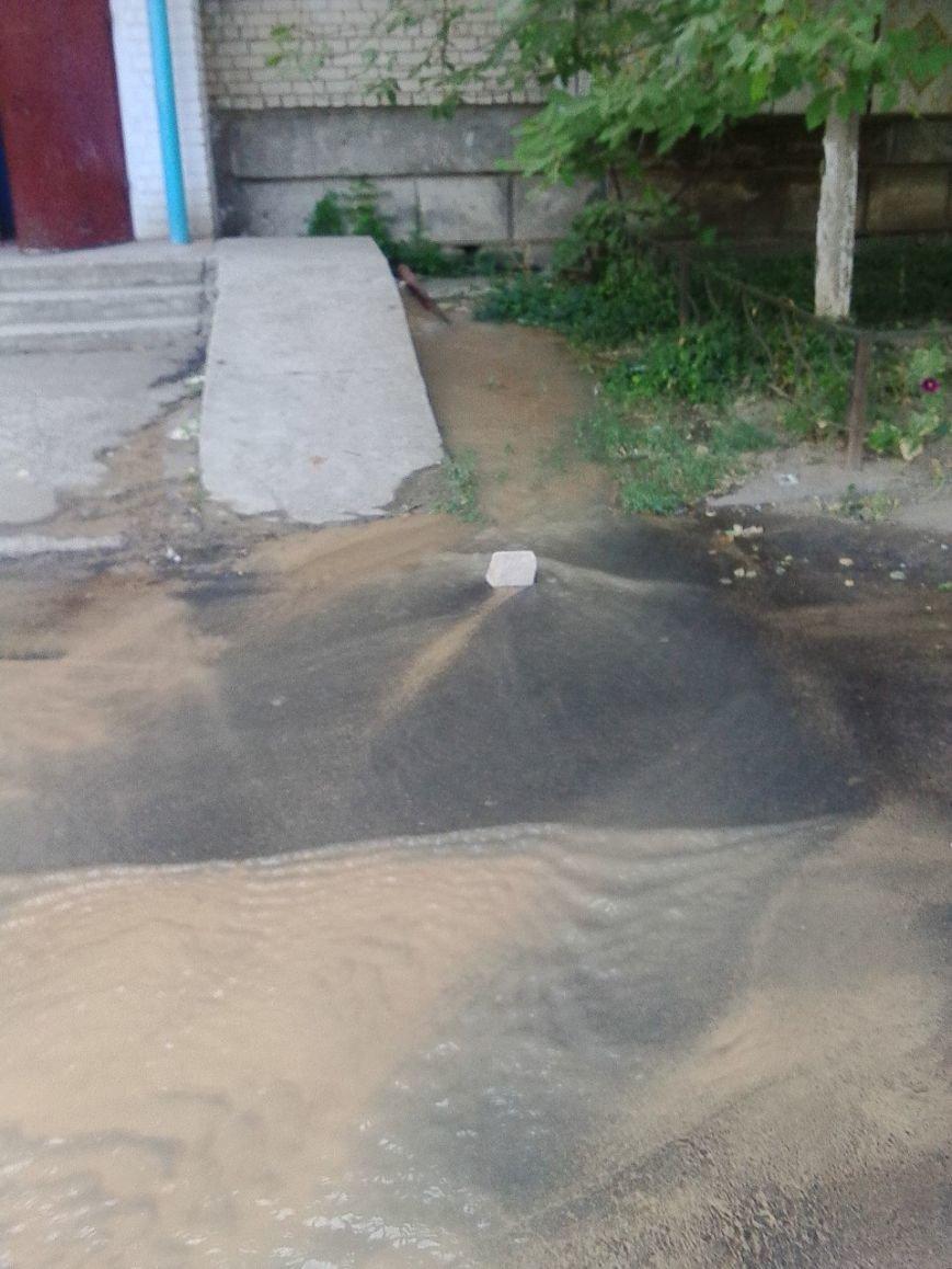 В Николаеве затопило дворы из-за аварии на водоводе (ФОТОРЕПОРТАЖ) (фото) - фото 2