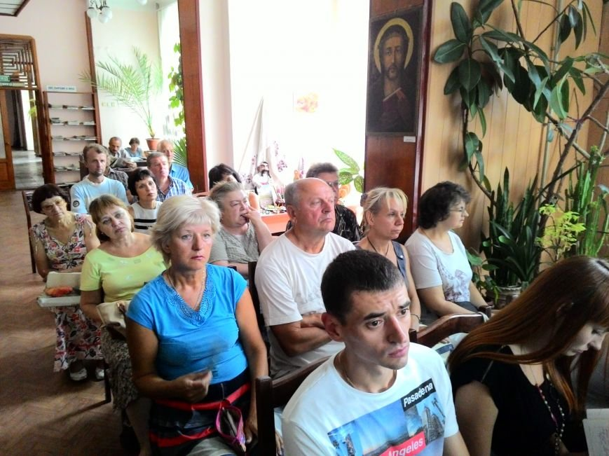 О газете «Кам'янські вісті» рассказали в центральной библиотеке Днепродзержинска, фото-2