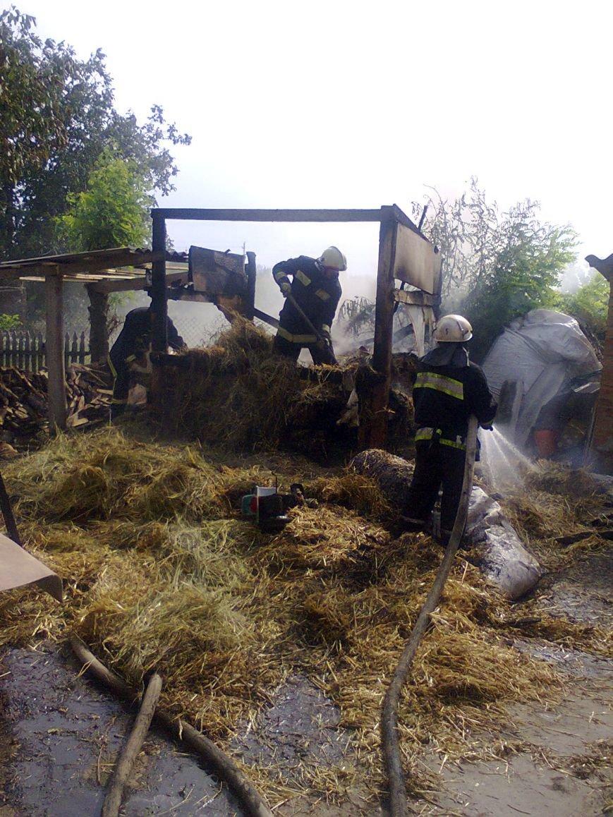 Кіровоградський р-н: ліквідовано пожежу сіна на території приватного домоволодіння (фото) - фото 1
