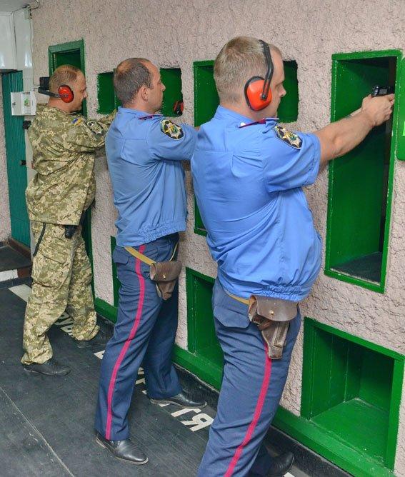 Начальники Красноармейского и Димитровского ГО милиции прошли тактическую подготовку в Мариуполе (фото) - фото 2