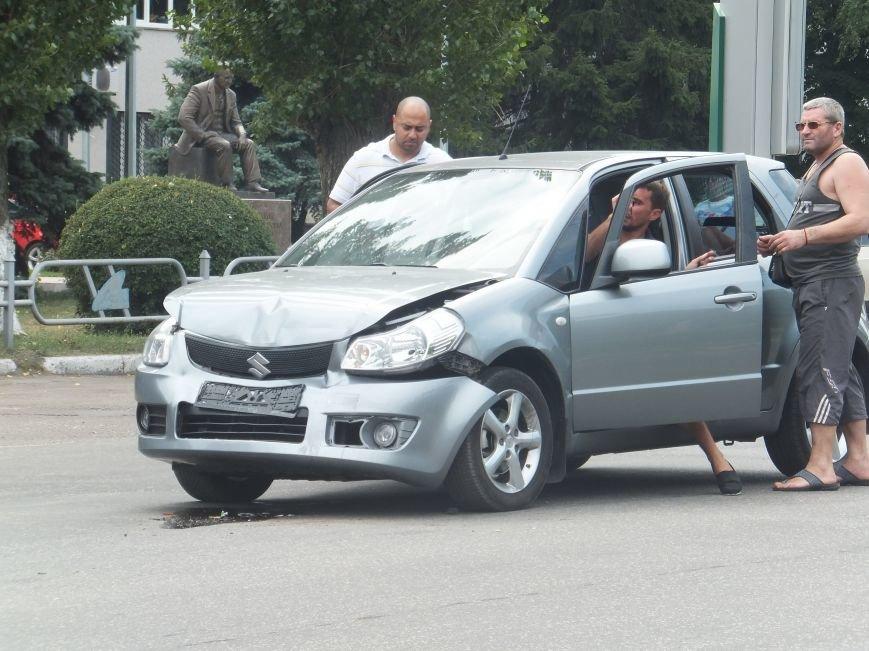 В Кировограде произошло ДТП с участием трех автомобилей. ФОТО (фото) - фото 1