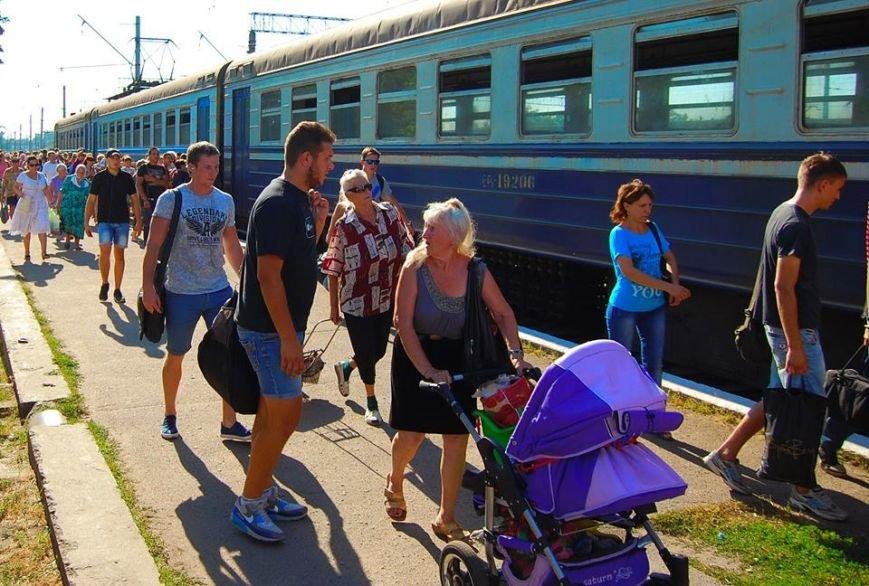 В Никополе посадка на электрички проходит за багажным отделением (фото), фото-6