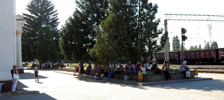 В Никополе посадка на электрички проходит за багажным отделением (фото), фото-10