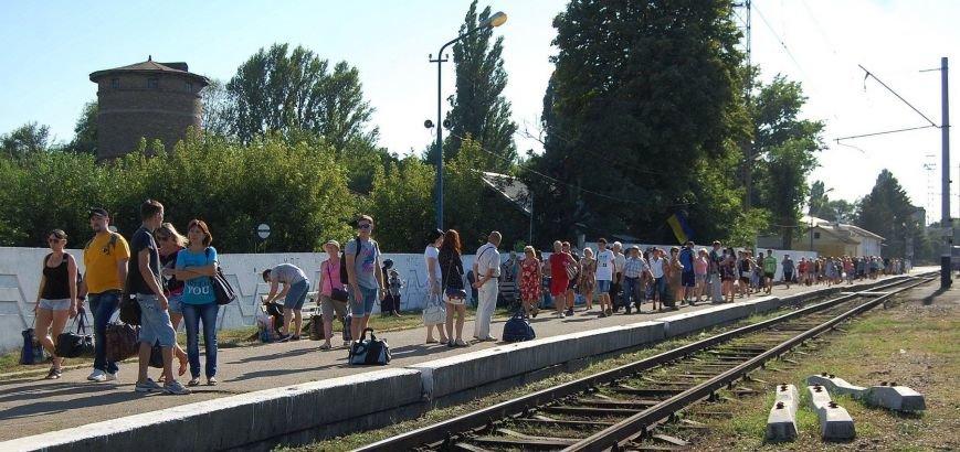 В Никополе посадка на электрички проходит за багажным отделением (фото), фото-9