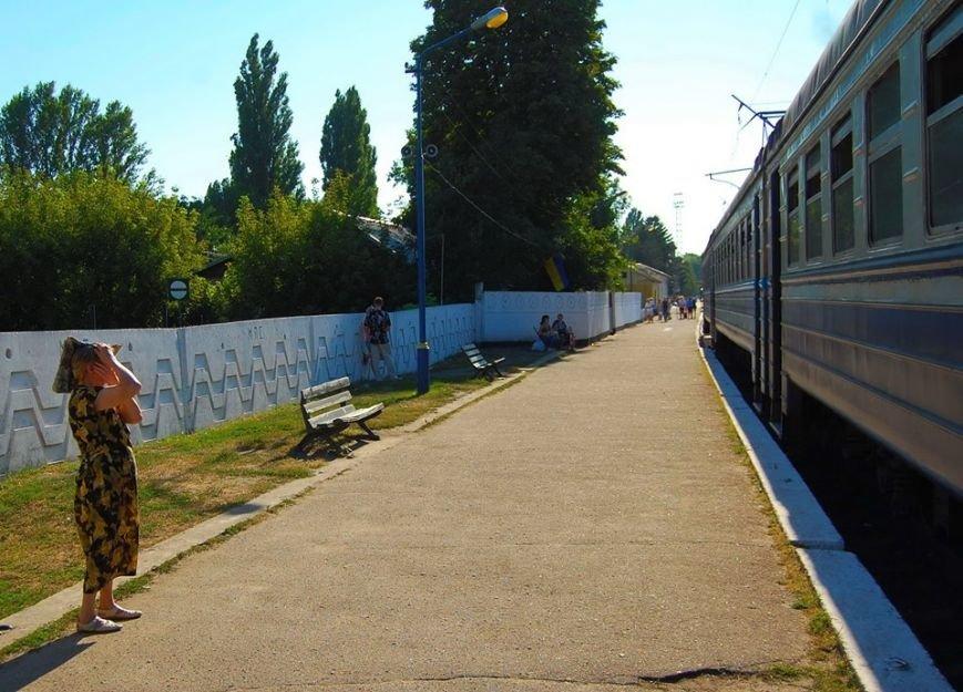 В Никополе посадка на электрички проходит за багажным отделением (фото), фото-1