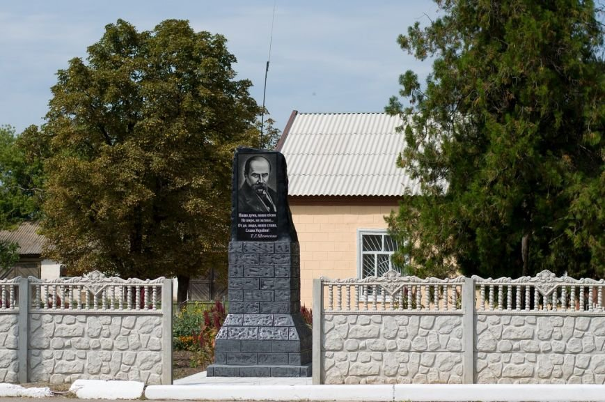 В Запорожской области вместо Ленина установили памятник Шевченко (фото) - фото 1