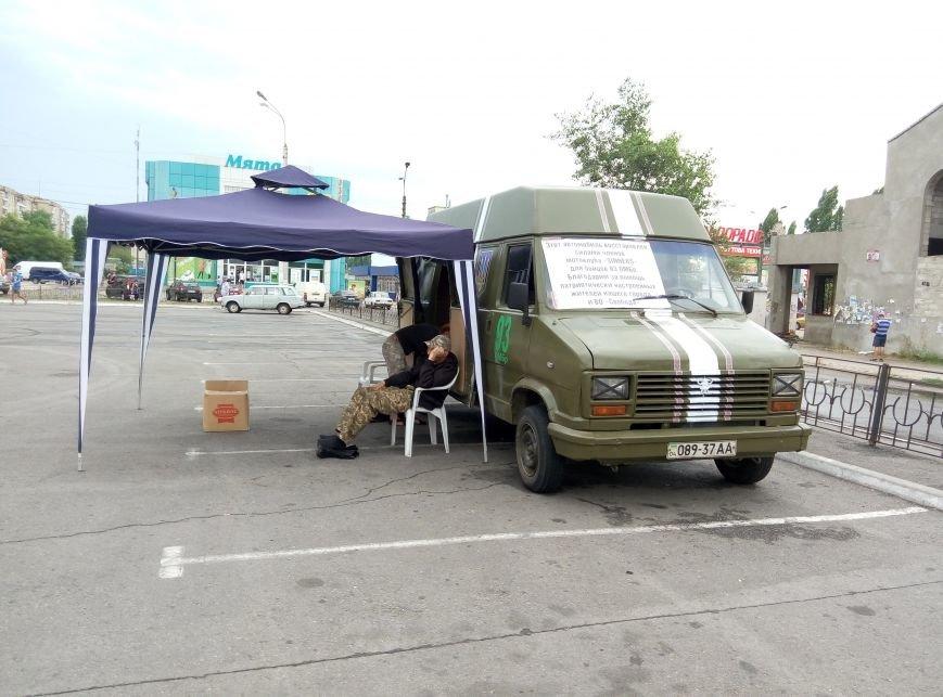 В центре Днепродзержинска байкеры собирают помощь украинским бойцам, фото-1