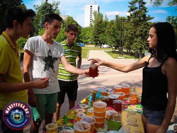 Сегодня в Макеевке прошла медовая ярмарка (фото) - фото 1