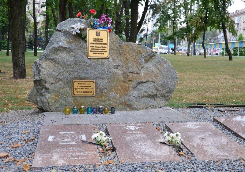 На Днепропетровщине почтили память погибших десантников 25-й бригады (фото) - фото 6