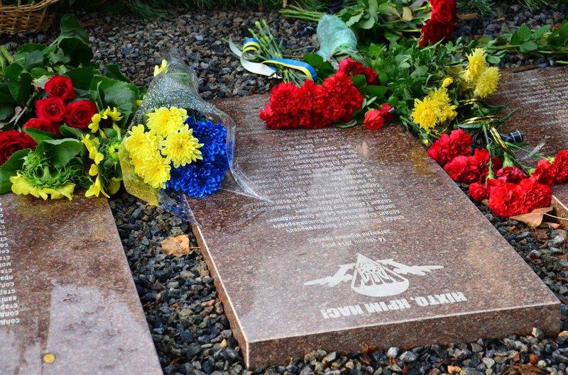 На Днепропетровщине почтили память погибших десантников 25-й бригады (фото) - фото 2