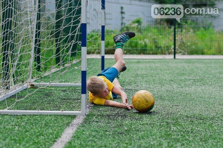 Вопреки всему авдеевские мальчишки продолжают играть в футбол (фото) - фото 1