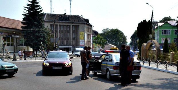 У Сторожинці зіткнулись «Україна» та BMW (фото) - фото 1