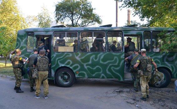 В Мариуполе милиционеры совершили пеший марш-бросок (ФОТОРЕПОРТАЖ) (фото) - фото 1