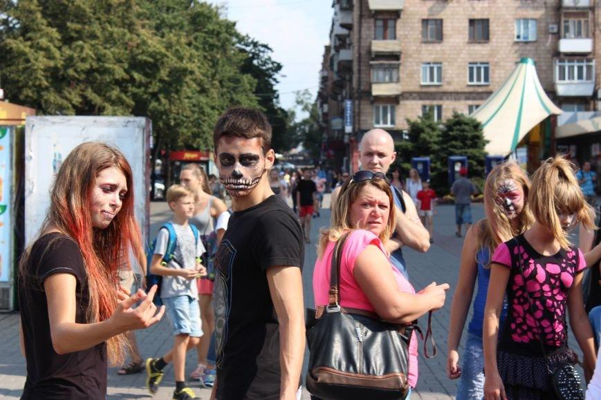 По центру Запорожья гуляли зомби (ФОТОРЕПОРТАЖ), фото-11