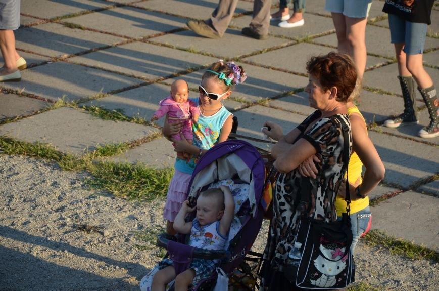 В Мариуполе киевские артисты поддержали жителей на концерте (ФОТО+ВИДЕО), фото-19