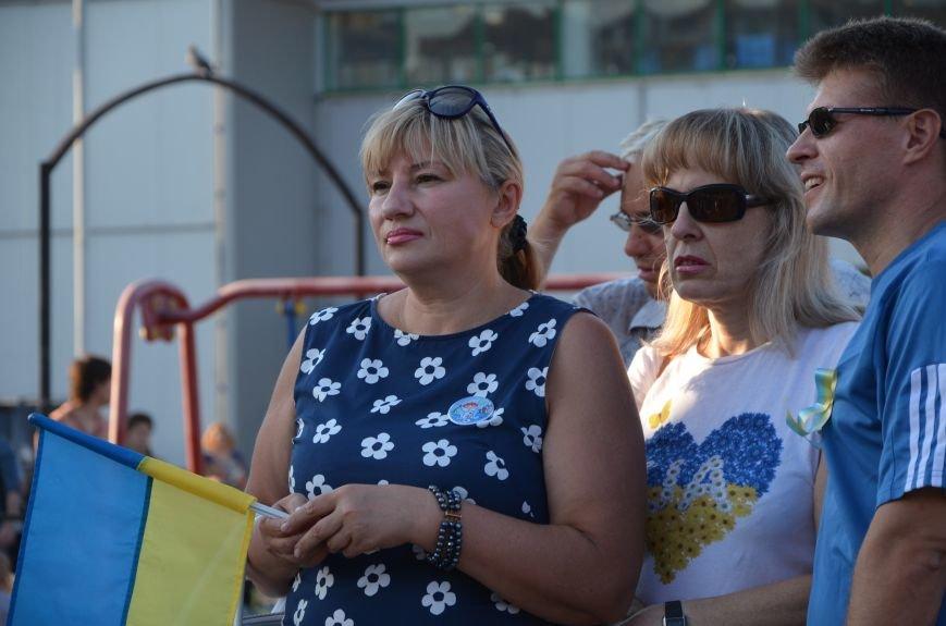 В Мариуполе киевские артисты поддержали жителей на концерте (ФОТО+ВИДЕО), фото-9