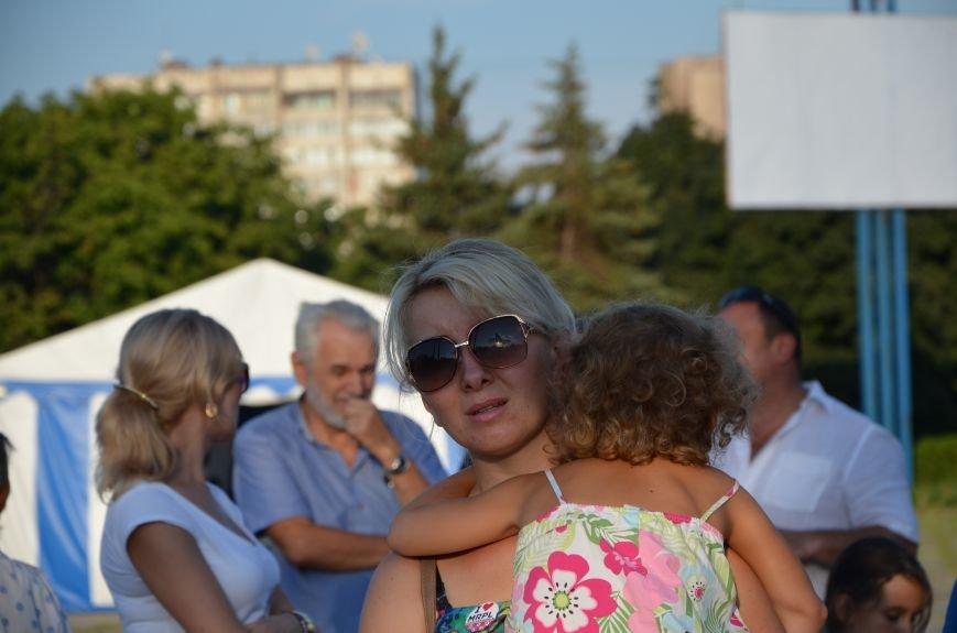 В Мариуполе киевские артисты поддержали жителей на концерте (ФОТО+ВИДЕО), фото-11