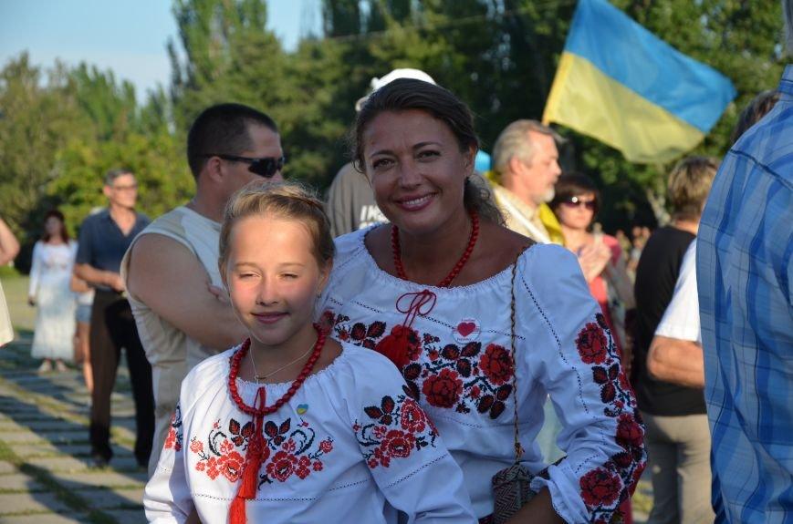 В Мариуполе киевские артисты поддержали жителей на концерте (ФОТО+ВИДЕО), фото-2