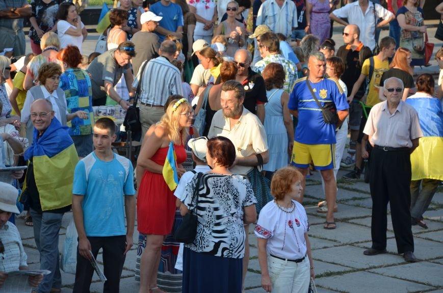 В Мариуполе киевские артисты поддержали жителей на концерте (ФОТО+ВИДЕО), фото-17