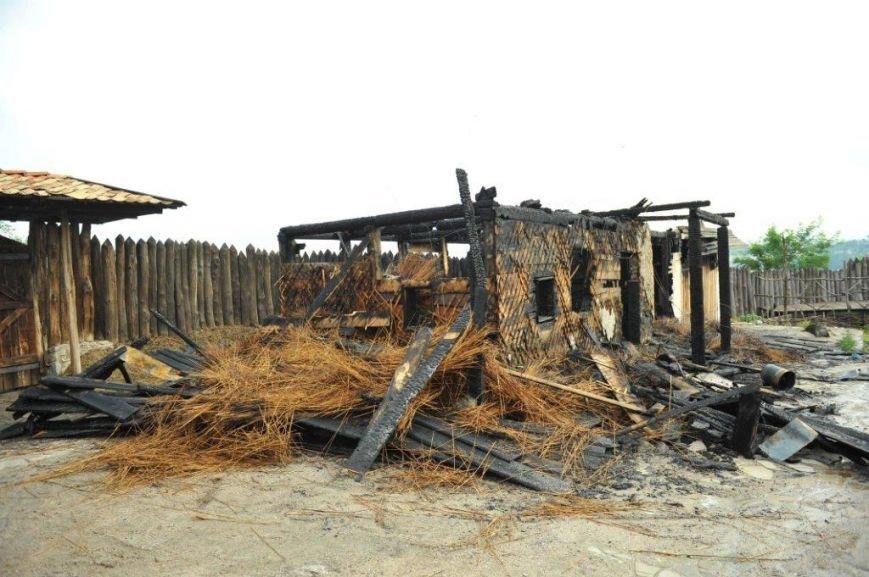 Спасатели опубликовали фото горящей «Запорожской сечи» (ФОТО) (фото) - фото 9