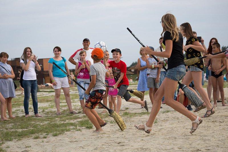 На благотворительной пляжной вечеринке белгородцы собрали 50 тысяч рублей на лечение онкобольных детей (фото) - фото 2