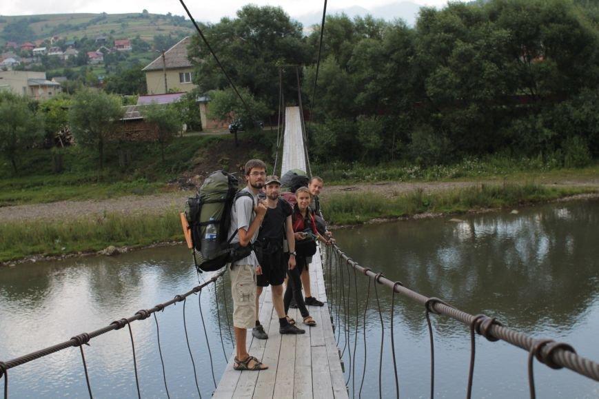 Днепропетровские путешественницы доказали, что невозможное возможно, и обошли страну меньше, чем за 100 дней, фото-1