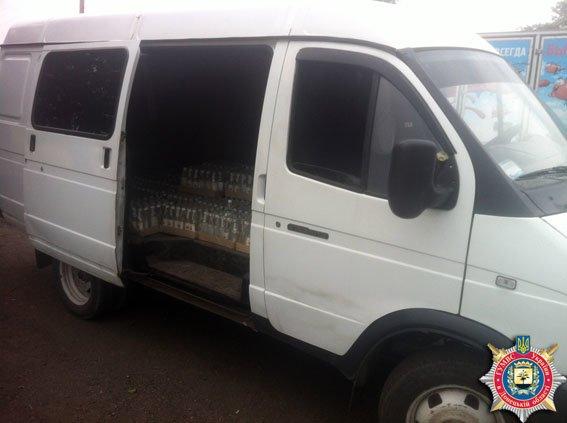 35 ящиков нелегального алкоголя было задержано на блокпосту в Красноармейске (фото) - фото 1