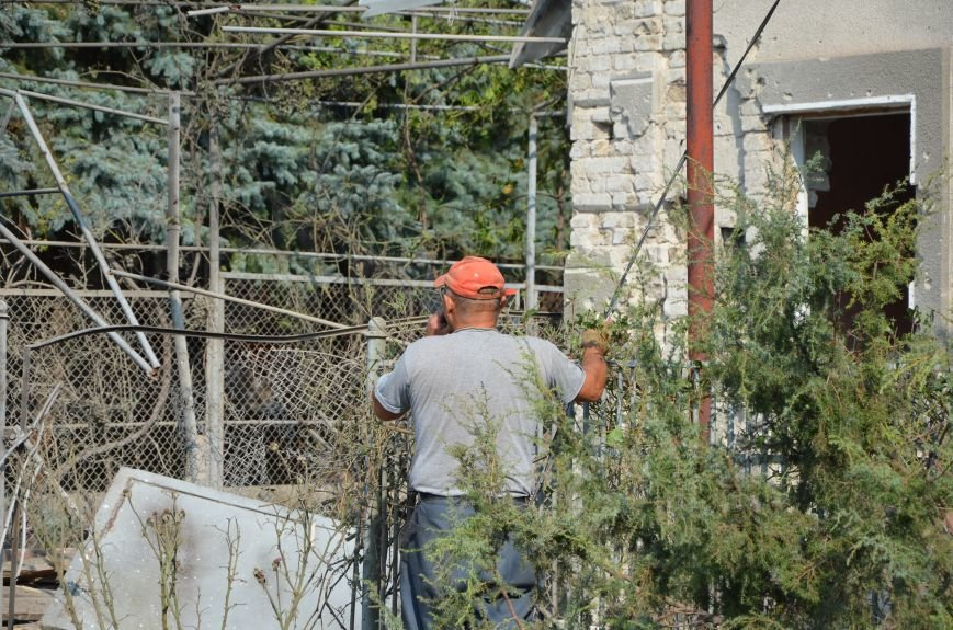Сартана после обстрела: жители восстанавливают дома и ругают военных (ФОТО+ВИДЕО), фото-31
