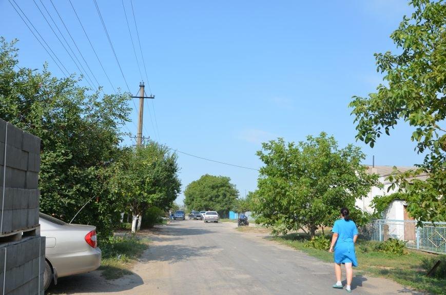 Сартана после обстрела: жители восстанавливают дома и ругают военных (ФОТО+ВИДЕО), фото-21