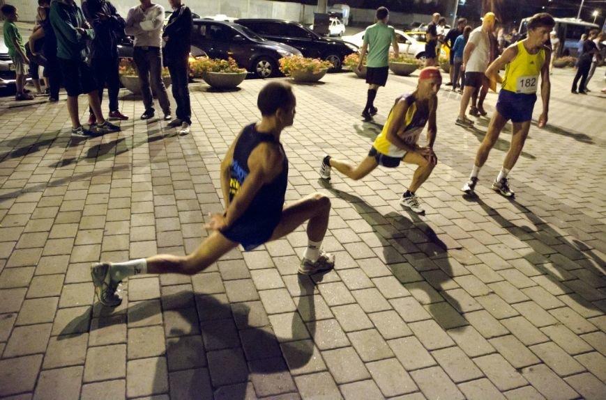 Ночной полумарафон в Днепропетровске: как это было (ФОТО) (фото) - фото 7