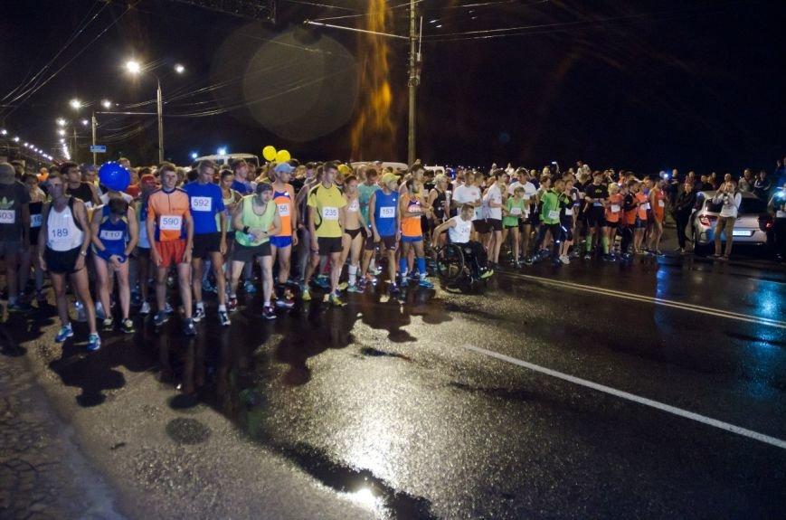 Ночной полумарафон в Днепропетровске: как это было (ФОТО) (фото) - фото 4