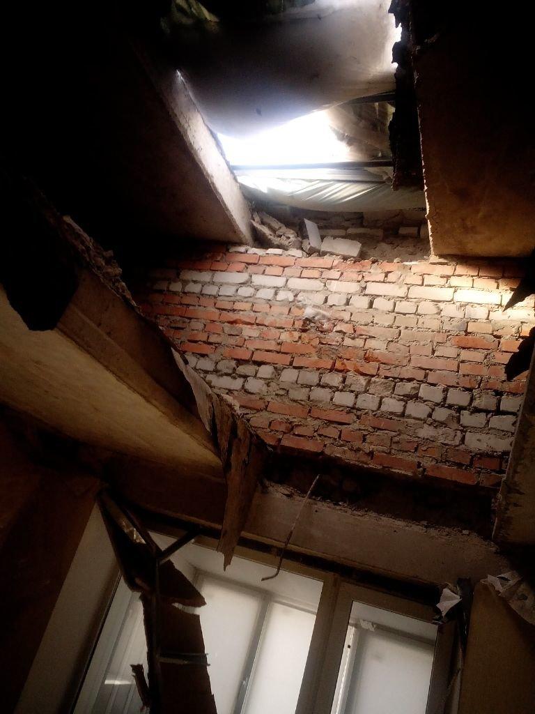 АКХЗ устранил последствия прямого попадания снаряда в доме №7 9-го квартала Авдеевки (ФОТО), фото-1