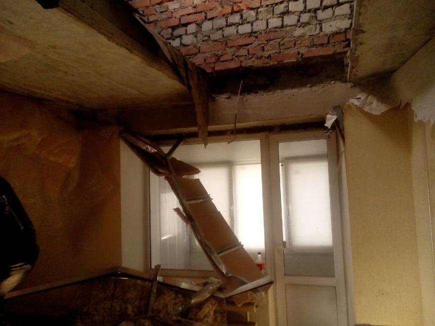 АКХЗ устранил последствия прямого попадания снаряда в доме №7 9-го квартала Авдеевки (ФОТО), фото-2