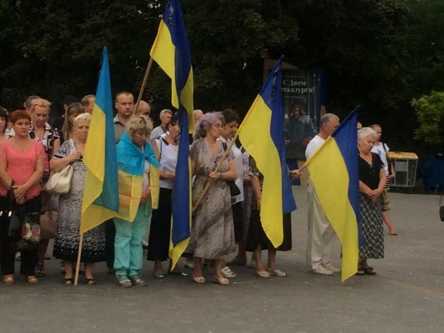 Мариупольцы  на Театральной площади поддержали переживших  обстрел сартанцев (ФОТО) (фото) - фото 2