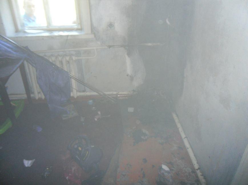 В Днепродзержинске загоревшийся телевизор едва не погубил мать с детьми, фото-4