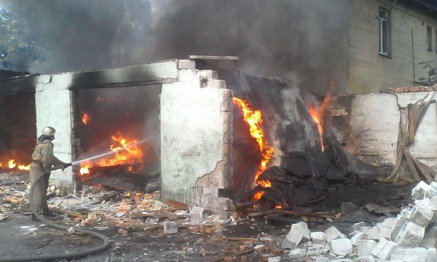 В Днепродзержинске бездомные подожгли гаражи, фото-2