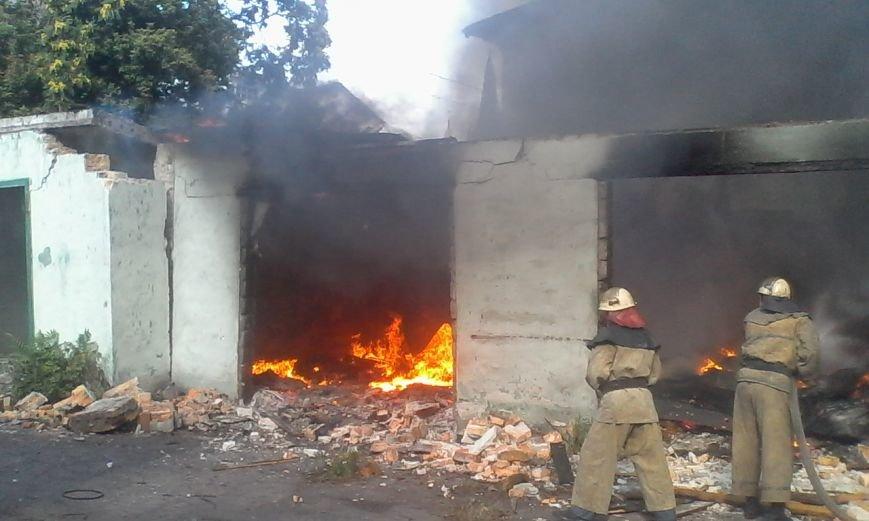 В Днепродзержинске бездомные подожгли гаражи, фото-3