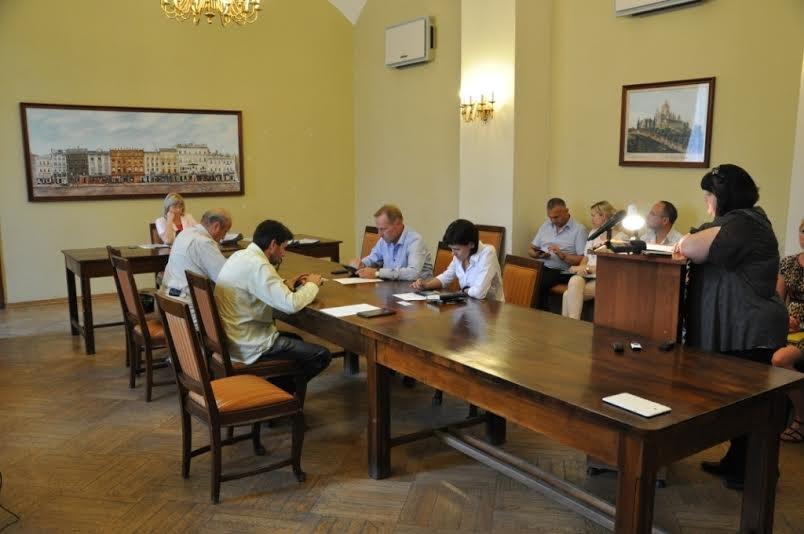 Для виконавчого комітету міськради закупили 10 планшетів за 21 тис. 702 грн (фото) - фото 1
