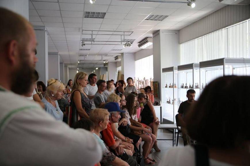 Мариупольцы смогут увидеть фотографии азовца Руслана Ганущука(Фотофакт) (фото) - фото 1