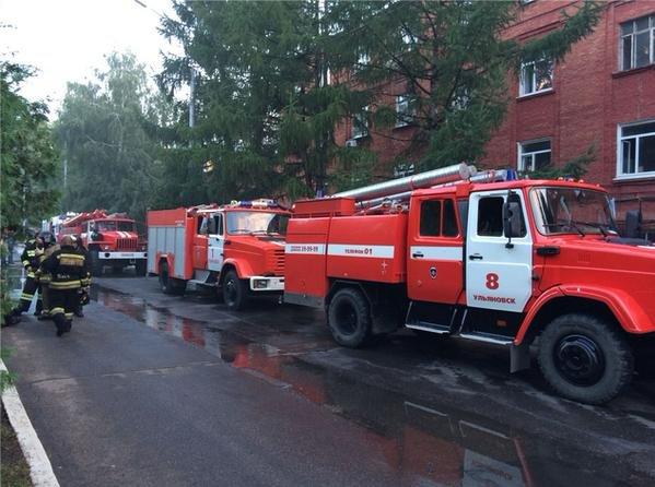 На УАЗе произошел сильный пожар (фото) - фото 3