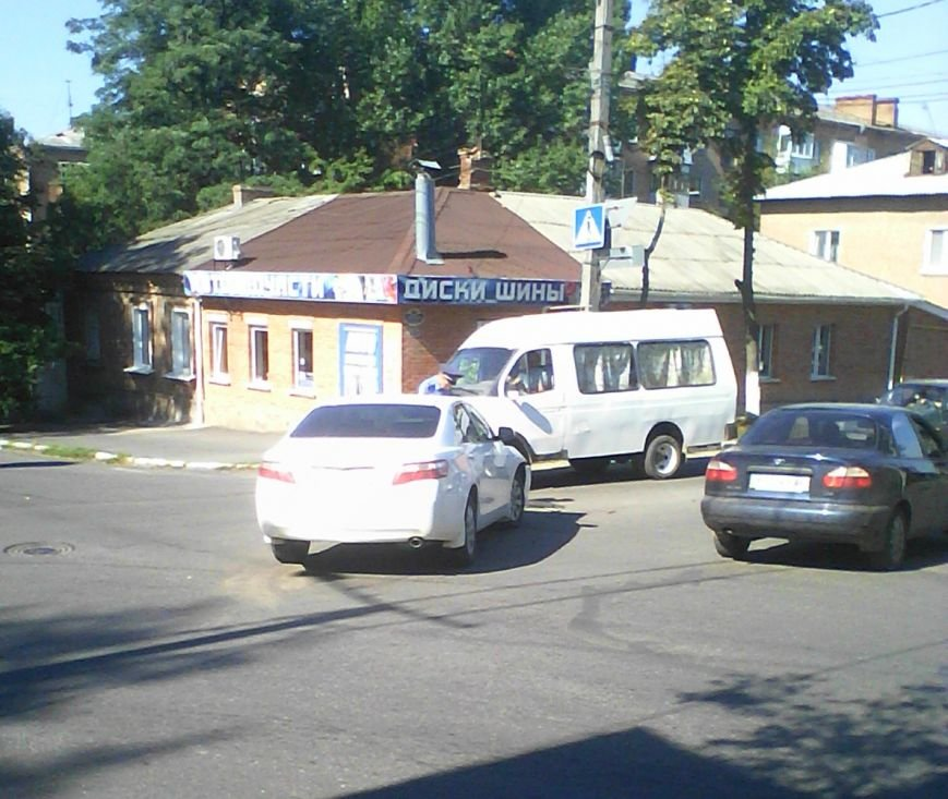 На перекрестке в Кировограде произошло ДТП (ФОТО), фото-1