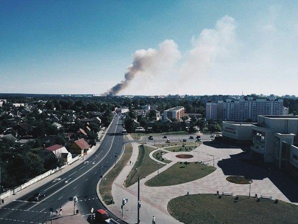 На Вишневце произошел пожар поля: под угрозой оказался лес и 4-ая больница (фото) - фото 4