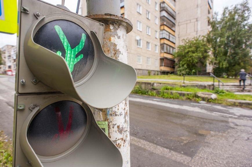 Перевернутый мир полевских светофоров. Фотофакт (фото) - фото 1