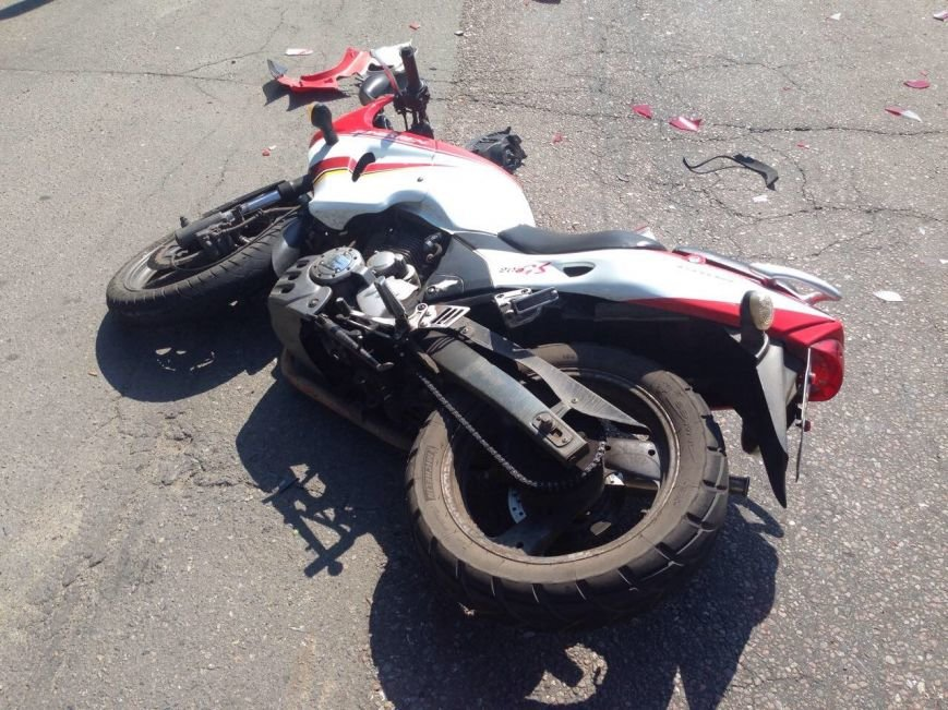 ДТП в Днепропетровске: столкнулись Спринтер и мотоцикл, фото-1