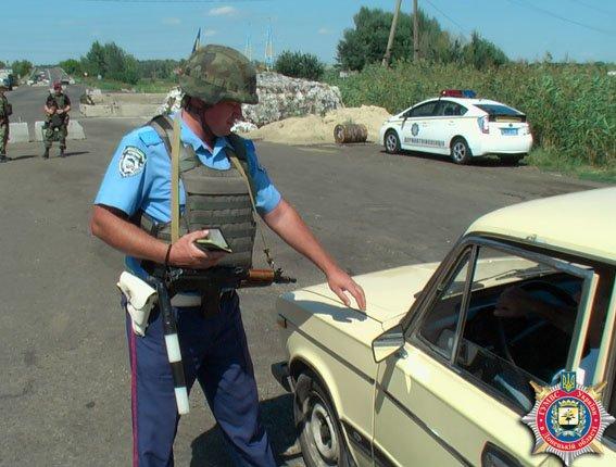 Ворованные телефоны, боеприпасы и наркотики - милиция отчиталась об успешной работе стационарного поста под Славянском (фото) - фото 1